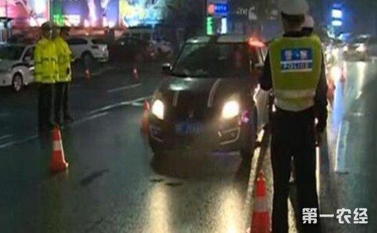 湖北男子酒后挪车被判酒驾 交警:只要在道路上动了车都算