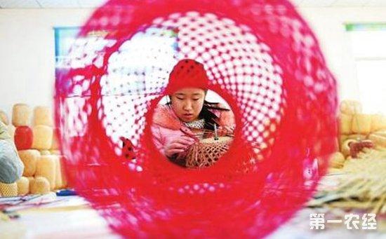 身残志坚典范李康红:大红灯笼编织出致富梦