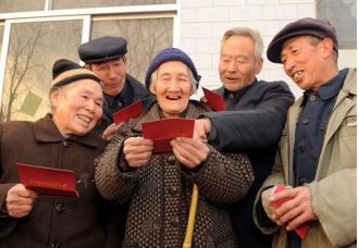 农企联姻,农民高兴的笑了(山东冠县)