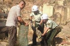 漳州龙海农民山地割草时发现一条鳄鱼