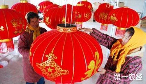 江苏:大红灯笼闹元宵,海安村手扎灯笼巧致富!