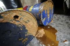 合肥拆迁地暗藏地沟油加工点 脏乱现场让人作呕