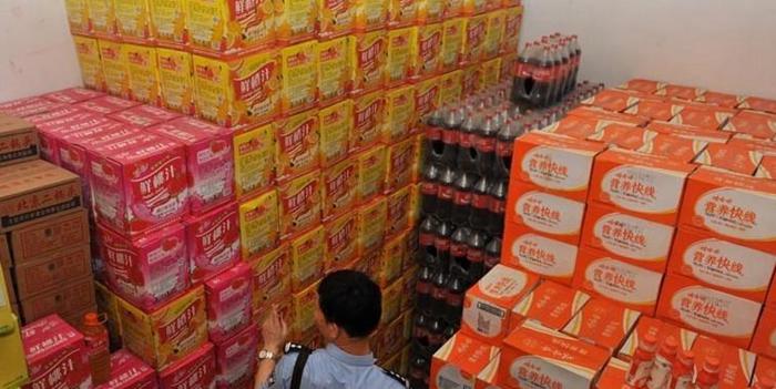 制作十几种假冒品牌饮料网络贩卖 售假案涉及10余省市