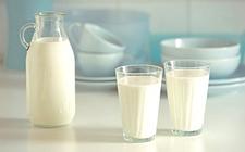 """【健康·生活】""""生鲜奶""""安全吗?  菌落超标1450倍"""