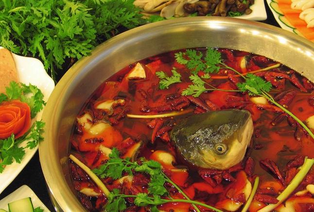 用米汤做的苗家酸汤鱼