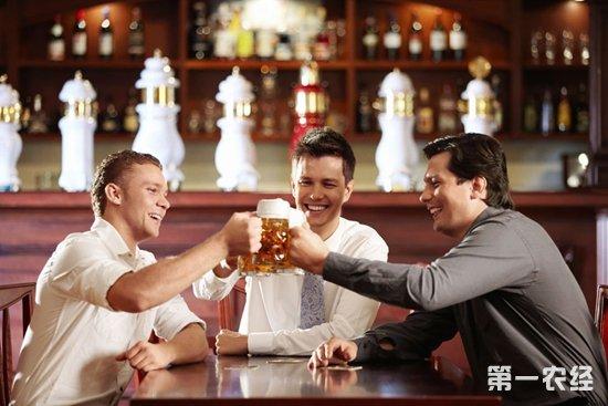 男人为什么喜欢喝啤酒? 喝啤酒的功效与作用
