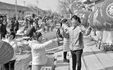 山东广饶:春节年货选购忙
