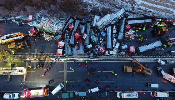 山西高速公路发生50多辆连环相撞车祸 17人遇难37人受伤