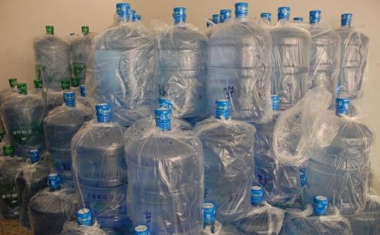 上海:非法制售桶装水黑窝点被端