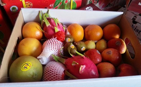 济宁:水果礼盒里藏猫腻 底层水果缺斤少两、个小烂的多