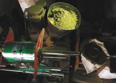 """天津:废料回收做出""""十三香"""" 工业盐勾兑色素造酱油"""