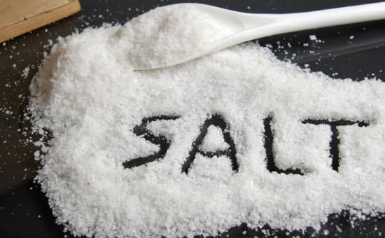银川:30吨工业盐冒充食用盐 男子刚出狱再被抓