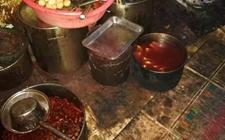 <b>西宁:油污满地令人作呕 一卤制品加工黑作坊被查获</b>