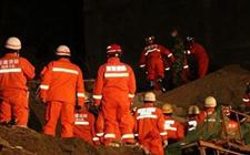 陕西白河:山体崩塌突发 致居民楼垮塌3人死亡