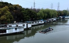 上海:水上群租村引关注 政府展开专项整治行动