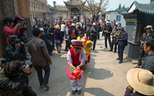 青海三合:传统庙会为农村生活增添色彩