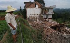 湖南150亩山体出现断裂!村干部和救援队伍24小时轮流值守