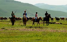 <b>内蒙古:走独具特色旅游富民之路 乡村旅游成支柱产业促农增收</b>