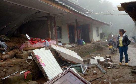 云南镇沅暴雨引发山体滑坡 1780多人受灾