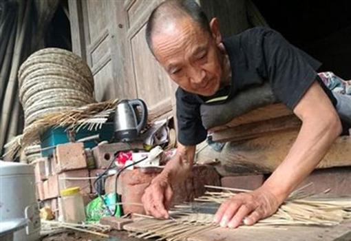 罗大爷收购瘫痪老人的编织竹器31年 爱心人士得知前来抢购一空