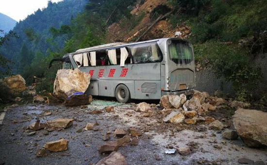 <b>地震局工作队被堵在灾区外 空中航路被非法无人机骚扰</b>