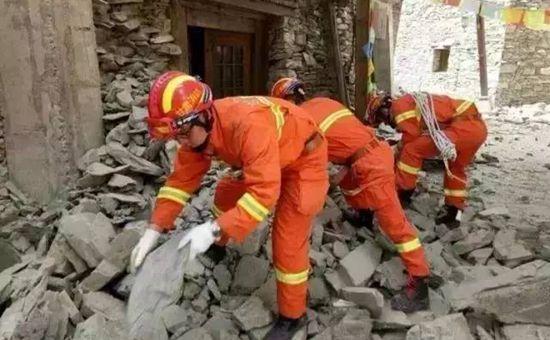 """""""8.8""""九寨沟地震已致19人死亡343人受伤"""