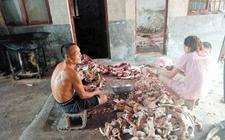 环境脏乱并混杂着臭味 长沙一非法牛肉加工作坊被责令整改