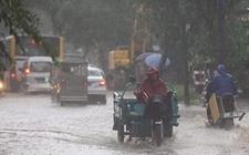 北京气象台发出暴雨蓝色预警 强降雨天气导致化工桥发生积水