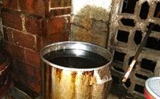<b>柳州:惊!猪圈旁生产豆腐 一豆腐加工黑作坊被查处</b>