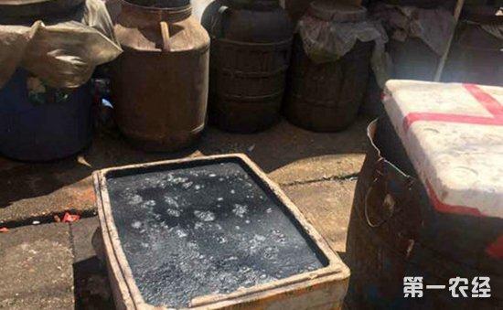 湖南长沙:环境恶劣臭味熏天  一无证臭豆腐黑作坊被查处