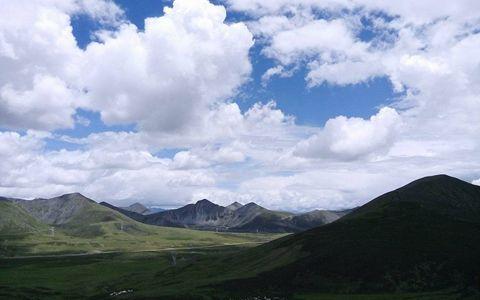 """西藏:""""南草北牧""""牧草调运首发仪式在南木林县举行"""