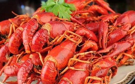 食用小龙虾后别多喝酒 谨防横纹肌溶解征