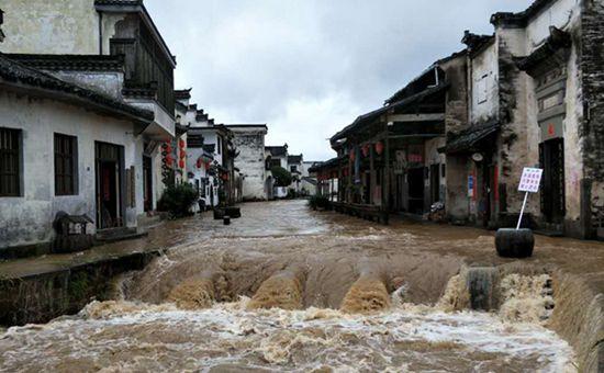 云南遭强降雨袭击 部分地区受灾严重