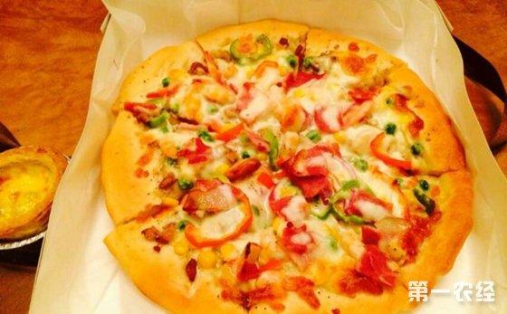 佛山:披萨外卖中竟咬出铁钉  消费者直呼太恐怖