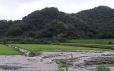 台湾部分地区遭暴雨袭击 引发洪涝灾害