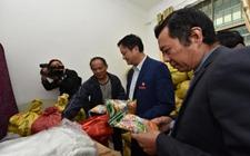 江西宜春:宜春学院助农户解决莲子滞销难题