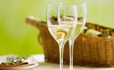 白葡萄酒的功效有哪些?白葡萄酒的功效与作用
