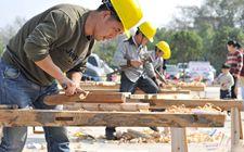 浙江宁波为全市首批176名农村工匠投保了农村建筑工匠责任险