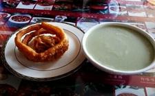 <b>老北京传统小吃:豆汁儿</b>