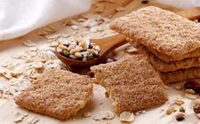 """粗粮饼干真的健康吗? 专家:""""无糖""""和""""杂粮粗纤维""""多是卖点"""