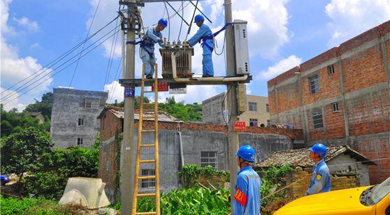 截至目前我国贫困村已基本通动力电 惠及3.35万个村庄