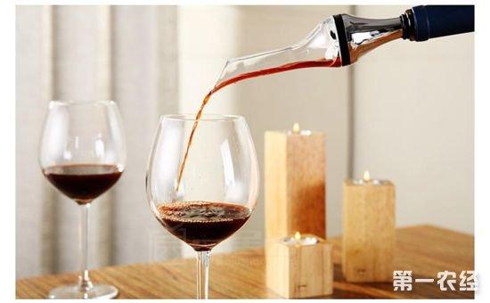 没有开瓶器!如何开红酒?
