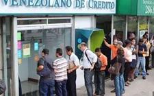 委内瑞拉经济危机:历经4个小时4家银行只取出6美分