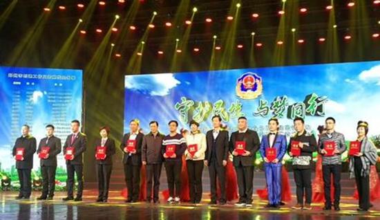 郑州市对食品安全示范店、示范街进行授牌