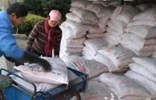 浙江萧山:300余吨有机肥免费送农民