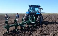 2017年农机深松整地超额完成年度目标任务 提高农业综合生产能力