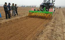 去年我国已完成了农机深松整地1.76亿亩 超额完成年度目标任务