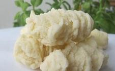 新疆哈密传统特产:酸奶疙瘩