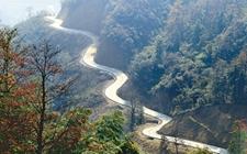 """""""四好农村路""""建设:2020年实现贫困地区国家高速公路主线基本贯通"""