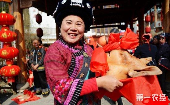 """张家界溪布老街过小年举办""""年猪节""""活动"""